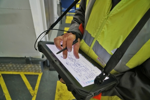 This plugin allows your technicians to conduct a vessel's full survey with a digital tablet and obtain an instant report of lightweight status.